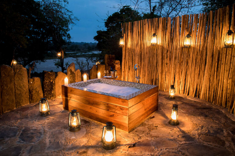 Camps & Lodges in der Selous Game Reserve: Azura Selous