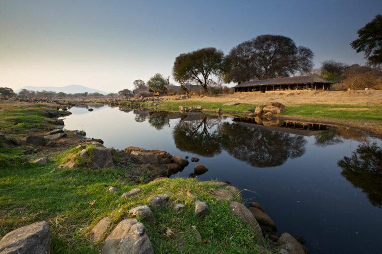 Camps & Lodges im Ruaha Nationalpark: Ruaha River Lodge