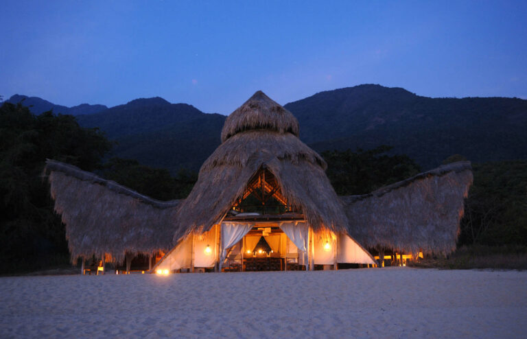 Camps & Lodges in den Mahale Mountains: Greystoke Mahale Mountains