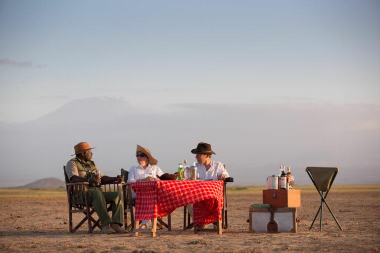 Tansania Safari Drink zum Sonnenuntergang